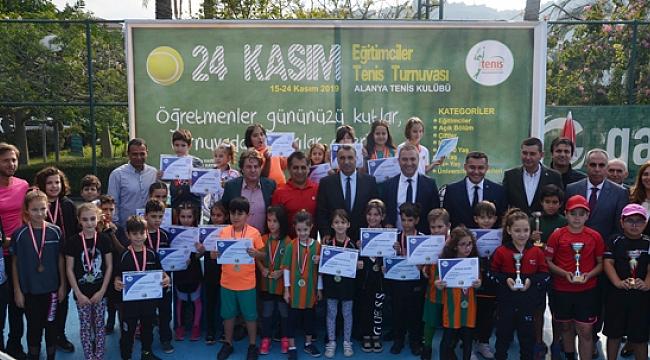 Eğitimciler teniste yarıştı
