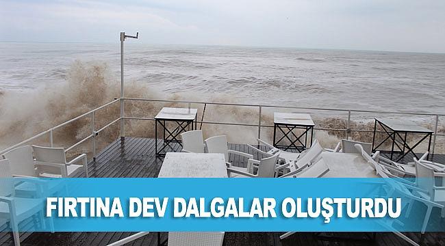 Fırtına dev dalgalar oluşturdu