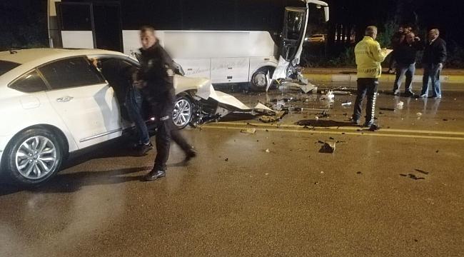 Servis aracı otomobille çarpıştı: 1 yaralı