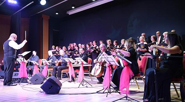 Sarı Zeybek'ten huzurevi konseri