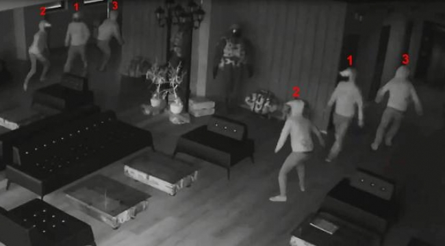 Aynada kendisinden korkan hırsız, panikle kaçtı