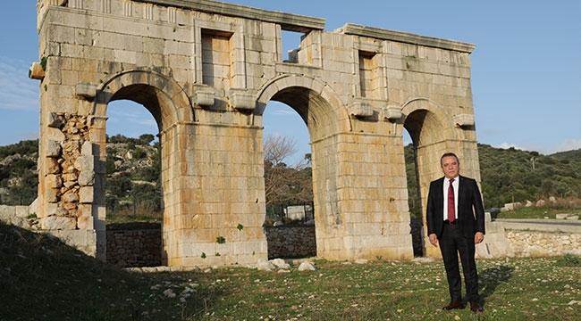 Başkan Böcek'ten Patara'ya ziyaret