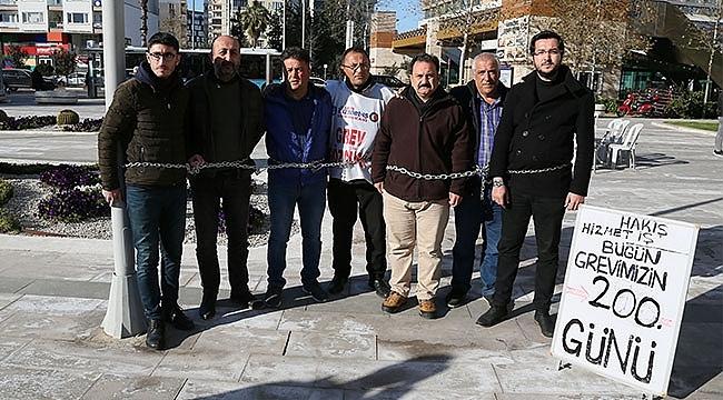 BELEDİYE ÖNÜNDE 'ZİNCİRLİ' PROTESTO