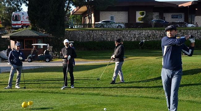 Golfçülerden örnek turnuva