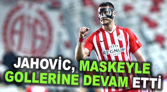 Jahovic, maskeyle gollerine devam etti