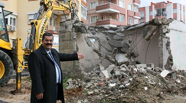 Muratpaşa'da metruk yıkım