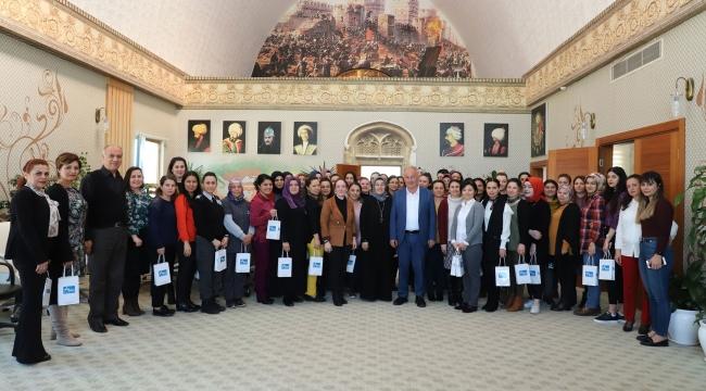 Başkan Şahin'den kadınlara 8 Mart jesti