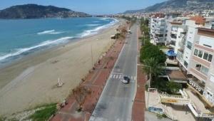 Alanya sahilleri, koronavirüs nedeniyle boş kaldı