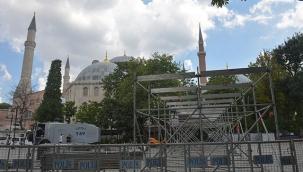 Ayasofya'da ilk Cuma namazı için hazırlıklar sürüyor