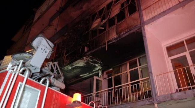 Antalya'nın 'ilk apartmanı'nda yangın çıktı, 2 güvercin ve köpek kurtarıldı