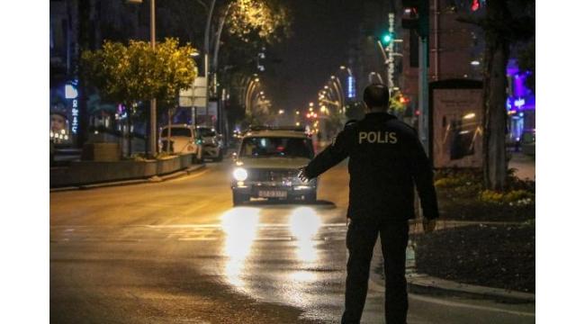 Antalya'da kısıtlama öncesi sokaklar boş kaldı