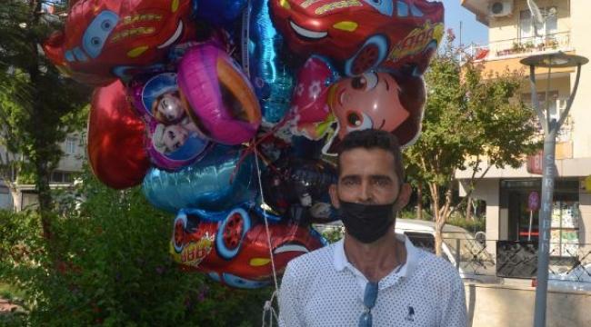 Baloncunun çocuk mezarlarına balon bağlaması yürek burktu