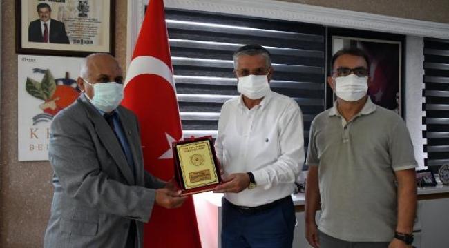 THK'dan Başkan Topaloğlu'na teşekkür plaketi