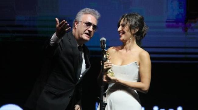 'En İyi Kadın Oyuncu' Nihal Yalçın'a, oyuncu sevgilisinden destek