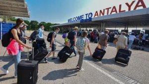 Antalya'ya hava yoluyla gelen turist sayısı 8 milyonu aştı