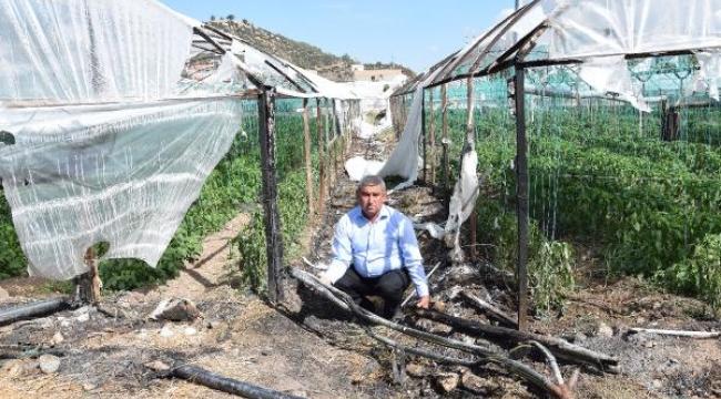 Kumluca'da 3 dönüm seranın plastik örtüsü yandı