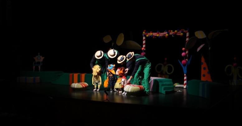 Belediye tiyatrosu turnelere devam ediyor